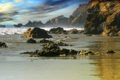 Paisaje de la playa rocosa Imágenes de archivo libres de regalías