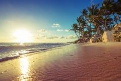 Paisaje de la playa tropical de la isla del paraíso imagen de archivo libre de regalías