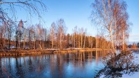 Paisaje de la primavera en el río en la puesta del sol, Rusia, Ural Foto de archivo libre de regalías