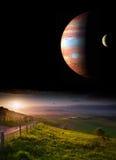 Paisaje de la puesta del sol con los planetas en cielo nocturno Imagen de archivo