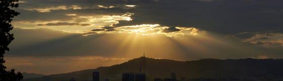 Paisaje de la puesta del sol de Barcelona Fotografía de archivo