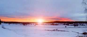 Paisaje de la puesta del sol del invierno Fotos de archivo libres de regalías