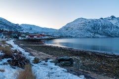 Paisaje de la reflexión de la montaña, Ersfjordbotn, Noruega Imágenes de archivo libres de regalías