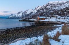 Paisaje de la reflexión de la montaña, Ersfjordbotn, Noruega Foto de archivo