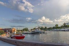 Paisaje de la tarde Barcos en el lago Ontario Rochester, los E.E.U.U. Foto de archivo