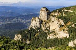 Paisaje de la torre de la montaña del verano imagen de archivo libre de regalías