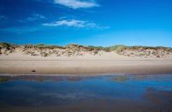 Paisaje de las dunas de arena fotos de archivo