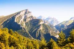 Paisaje de las montañas con el pico de Mondoto foto de archivo libre de regalías