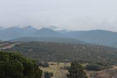 Paisaje de las montañas con verde oscuro Imágenes de archivo libres de regalías