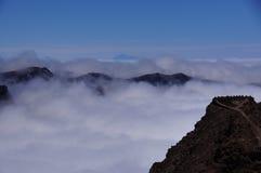Paisaje de las montañas de la lava y de la cumbre del Teide imagen de archivo