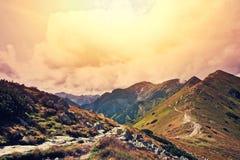 Paisaje de las montañas de la naturaleza de la fantasía y del colorfull Fotos de archivo libres de regalías