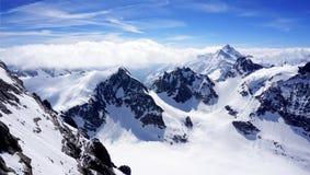 Paisaje de las montañas de la nieve de Titlis del valle Fotografía de archivo