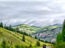 Paisaje de las montañas de la pintura de la acuarela del fondo Foto de archivo
