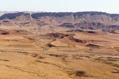 Paisaje de las montañas del cráter del desierto del Néguev, Israel Foto de archivo libre de regalías