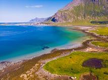 Paisaje de las montañas del mar de Lofoten, Noruega imágenes de archivo libres de regalías