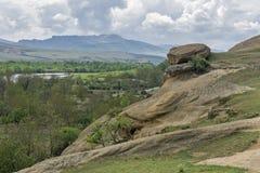 Paisaje de las montañas, del río y de las rocas Imagenes de archivo