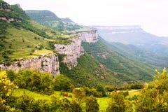 Paisaje de las montañas rocosas. Collsacabra foto de archivo