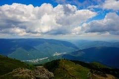 Paisaje de las montañas, Rumania Imagenes de archivo