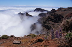 Paisaje de las montañas y de las nubes de la lava fotografía de archivo