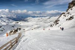 Paisaje de las montan@as del invierno de la estación de esquí Val Thorens Foto de archivo libre de regalías