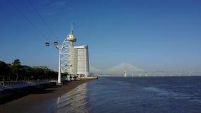 Paisaje de Lisboa con Vasco da Gama Bridge almacen de video