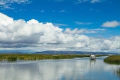 Paisaje de los skyes de un ADN del lago Fotografía de archivo libre de regalías