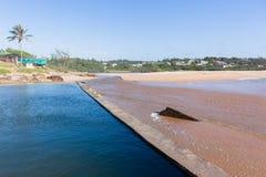 Paisaje de marea de la piscina de la playa de Southbroom Imagenes de archivo