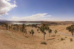 Paisaje de Marruecos cerca de la laca Takerkoust del lago Imagen de archivo libre de regalías