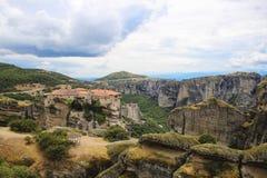 Paisaje de monasterios en el monte Athos en Grecia, mucha altitud Foto de archivo