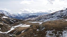 Paisaje de montañas del centro turístico formigal del invierno, España metrajes