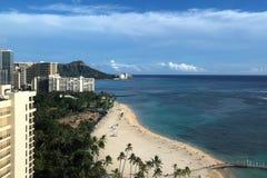 Paisaje de Oahu a lo largo de la playa de Waikiki a Diamond Head en Hawaii imagen de archivo libre de regalías