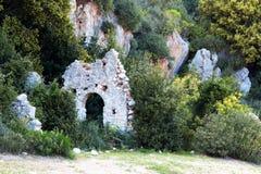Paisaje de piedra con un edificio antiguo Fotos de archivo libres de regalías