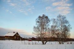 Paisaje de Rusia - pueblo - puesta del sol Foto de archivo libre de regalías