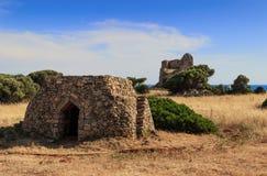 PAISAJE DE SALENTO Casa de Trullo: en la atalaya de Uluzzo del fondo Apulia, ITALIA fotos de archivo