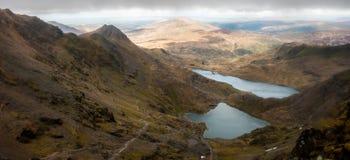 Paisaje de Snowdonia con el lago Imagen de archivo libre de regalías