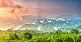 Paisaje de TA Dung Lake por la mañana en que el sol brilla abajo al lago Foto de archivo libre de regalías