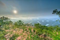 Paisaje de TA Dung Lake por la mañana en que el sol brilla abajo al lago Fotografía de archivo libre de regalías