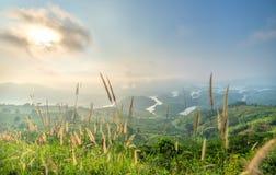 Paisaje de TA Dung Lake por la mañana en que el sol brilla abajo al lago Imagen de archivo
