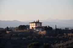 Paisaje de Toscana con el chalet boquiabierto de Arrighetti Florencia, Italia Imagenes de archivo