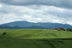 Paisaje de Toscana con la granja Imágenes de archivo libres de regalías