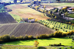 Paisaje de Umbrian en otoño fotos de archivo