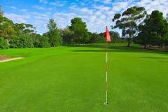 Paisaje de un campo verde del golf Imagen de archivo libre de regalías
