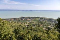 Paisaje de un lago Balatón en Hungría fotos de archivo