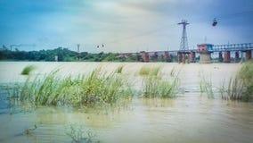 Paisaje de una orilla del río Damodar imagenes de archivo