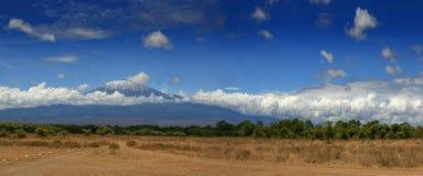 Paisaje del africano de Tanzania de la montaña de Kilimanjaro Imágenes de archivo libres de regalías