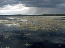 Paisaje del agua con las nubes Foto de archivo libre de regalías