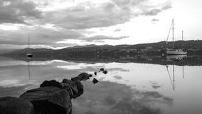 Paisaje del blanco de Huon River Tasmania Black And imagenes de archivo
