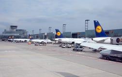 Paisaje del campo de aviación en Francfort, Alemania fotos de archivo