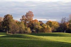 Paisaje del campo de golf del otoño Imagen de archivo libre de regalías