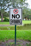 Paisaje del campus de USF: ninguna muestra de la natación foto de archivo libre de regalías